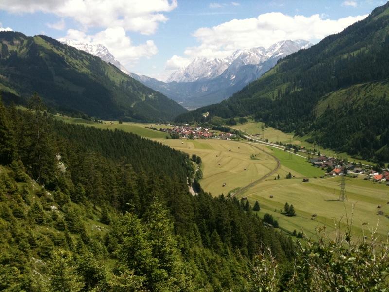 Uitzicht op het dal vanaf de Panoramaweg