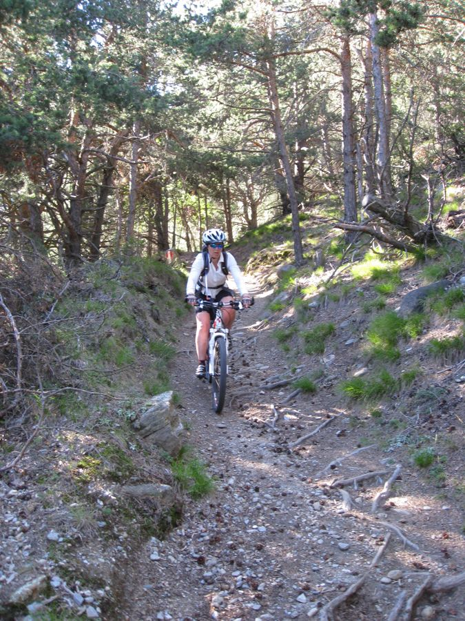 Christel daalt af op de trail